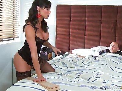 Sexy milf Kendra Lust is a real big dick fan