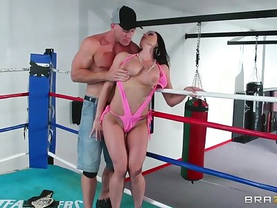 Sweet Johnny Sins is training his girl