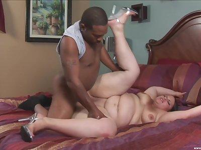 Black hunk fucks BBW and makes her cum