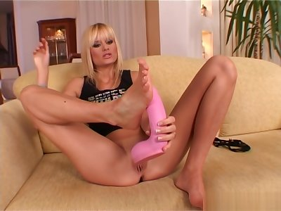 Lovely Sophie Paris exposes her over-nice feet and puts a massive dildo the last straw them