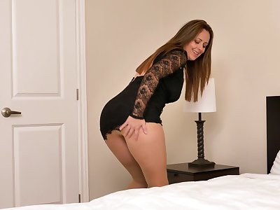 Pantyhose queen nearby a MILF vibe masturbating in her bedroom