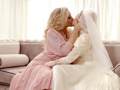 Hot babe Julia Ann turns a wedding into a entirely kinky pussy licking workout