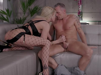 Wonderful and sexy blonde gal Jessica Drake loves justifiable hard DP