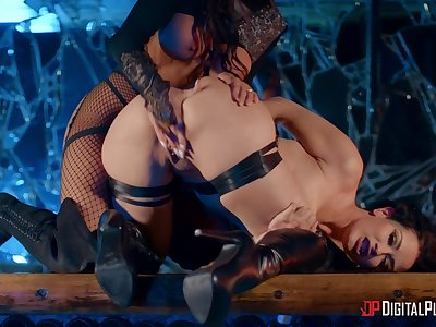 Madison Ivy and Katrina Jade let inhibitions brought down the wayside