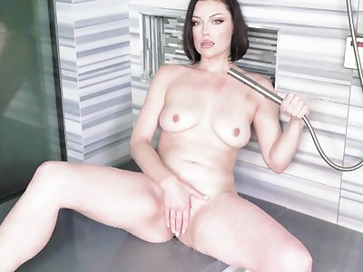 Sovereign Syre's untidy and arousing solo in an upscale shower