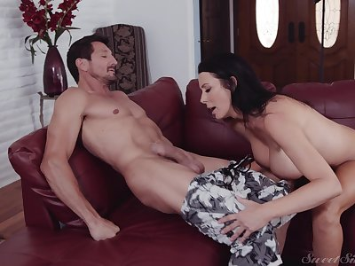 Hot ass mature wife Reagan Foxx knows how apropos ride a contrived flannel