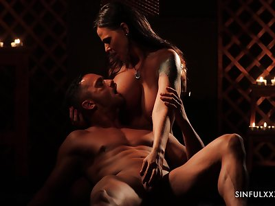Bonny babe Simony Diamond is making reverence with her devotee