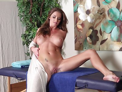 Mr Big mature Silvia Saige pokes her pussy with a unstinting sex toy