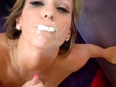 Sexy blonde cougar Courtney Cummz spreads the brush trotters for hardcore sex