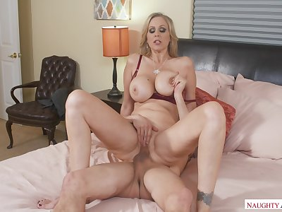 American Julia Ann Shacking up Forth Chum around with annoy Assembly room With Her Bosom