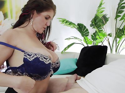 Super sexy mature nexdoor gives a blowjob and boobjob