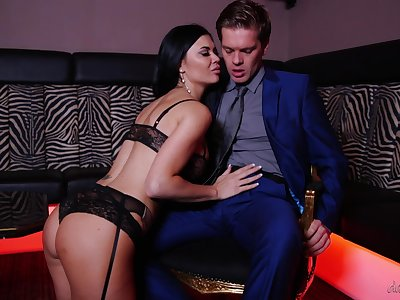 Jasmine Jae's big boobs ricochet as she takes cock for a ride