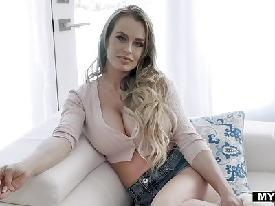 Sexy obese breasted alone lady Corinna Blake shows how to use a dildo