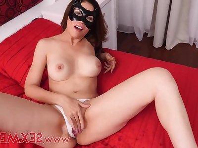 Masked mom Zuleima - solo debut masturbation