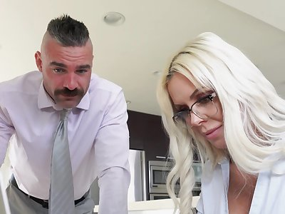 Sweet MILF thinks around the man's cock and wants to fuck