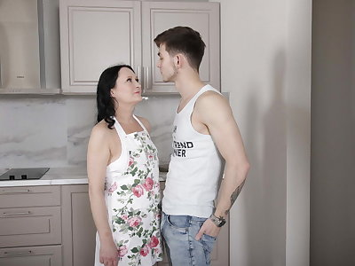 SHAME4K. Stud lures an patriarch woman into having unusual sex