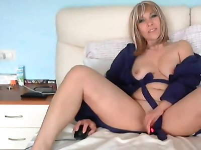 Blonde BBW mature webcam masturbating affectation